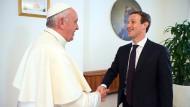Papst Franziskus empfängt Mark Zuckerberg