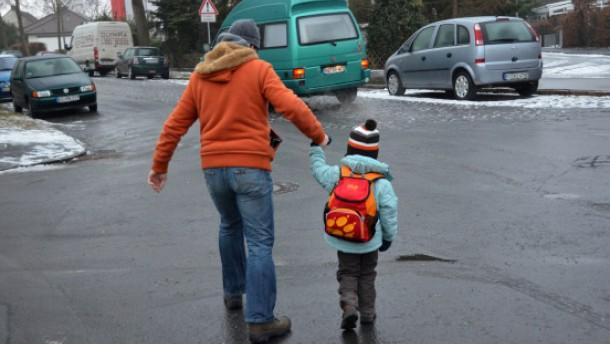 Eisregen sorgt für spiegelglatte Straßen