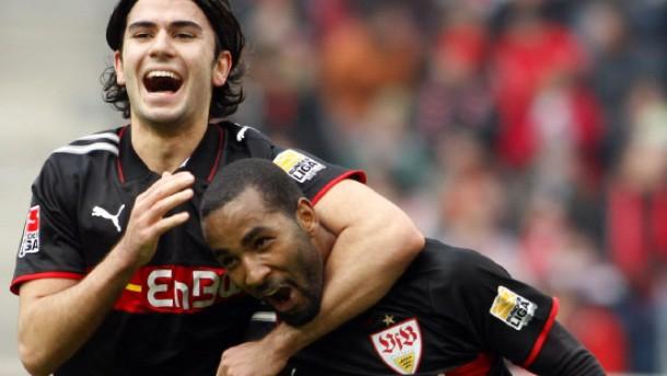 Cacau erzielt vier Treffer für Stuttgart
