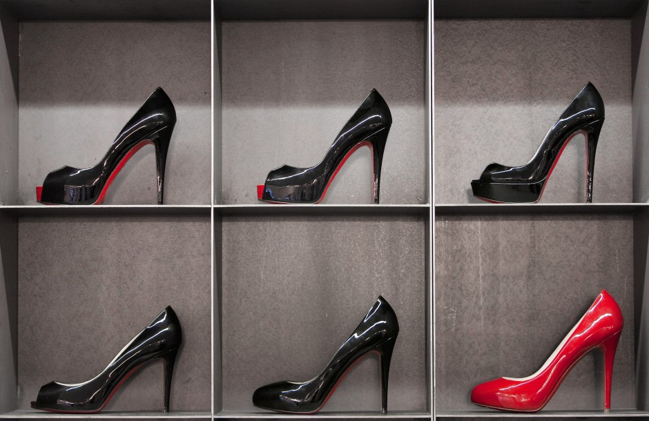 prada schuhe rote sohle vom. Black Bedroom Furniture Sets. Home Design Ideas