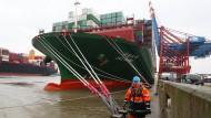 Wie man ein 300.000-Tonnen-Schiff parkt