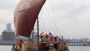 Führerlos im Schilfboot