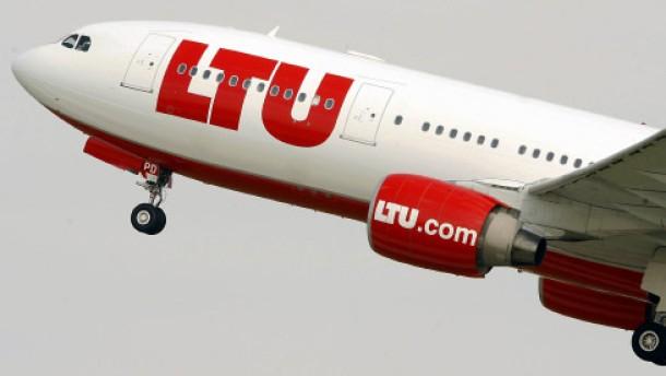 Flugbegleiter bei LTU bekommen drei Prozent mehr Gehalt