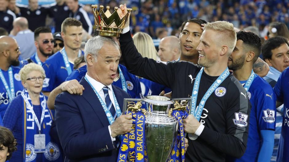 Champagner-Dusche für Leicester-Trainer Ranieri