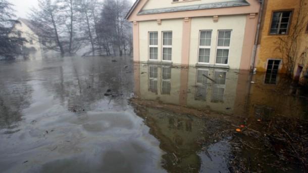 Überschwemmungen drohen an Elbe und Main
