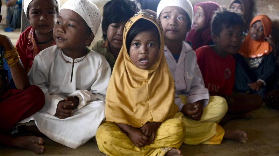 Indonesiens Ureinwohner konvertieren zum Islam