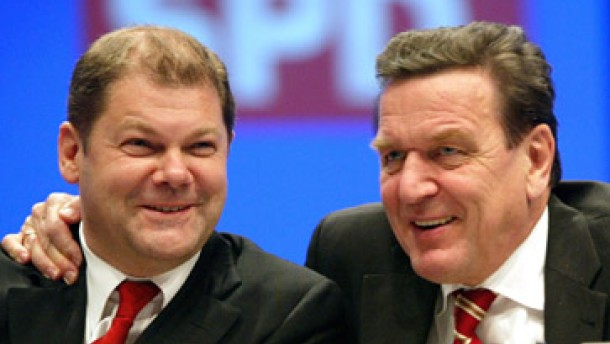 """Schröder verteidigt sich: """"Der Weg ist unumkehrbar"""""""