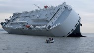 Kapitän lässt Frachter absichtlich stranden