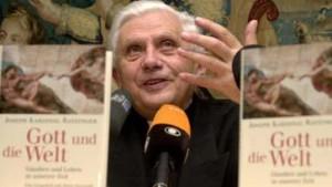 Ratzinger im Bahnhofsbuchladen