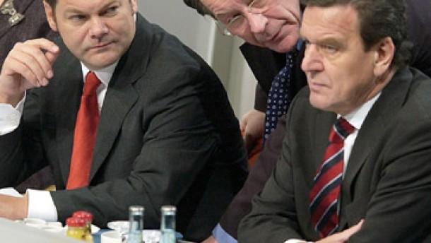 Kritik an Scholz, Befremden über Schröder