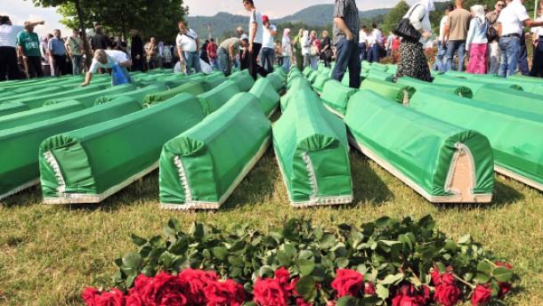 Zehntausende gedenken der Opfer von Srebrenica