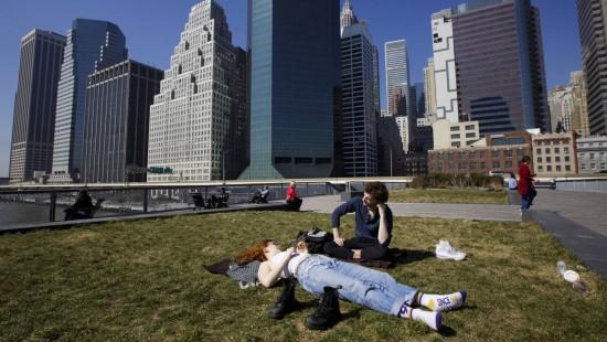 Im Bikini im Central Park - Rekordtemperaturen in New York
