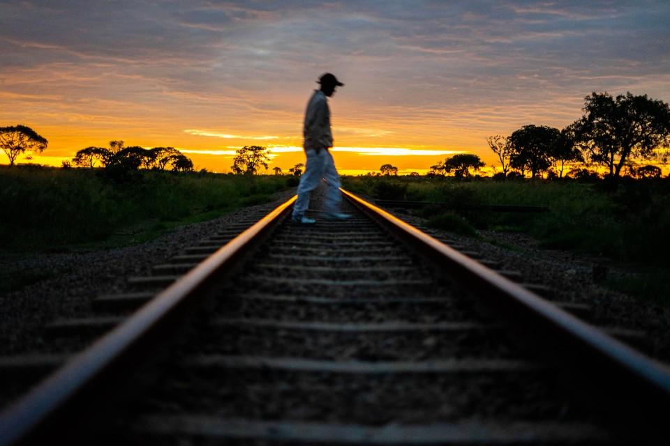Wer zu spät kommt, hat Pech. Der Zug fähr nur einmal am Tag.