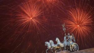 Trotz Krieg und Krise: Millionen feiern ausgelassen