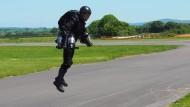 Engländer hebt mit selbstgebautem Jet-Suit ab
