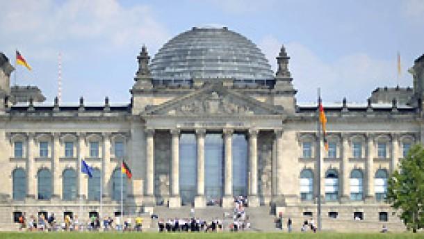 Bundestag berät über Sparpaket