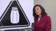 Mit Warnschildern gegen Salz