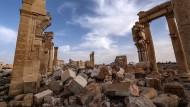 Künstler baut Palmyra aus Kork nach