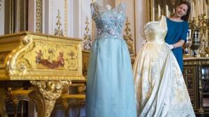 Königlicher Einblick in den Kleiderschrank der Queen
