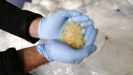 BKA stellt tonnenweise Crystal-Grundstoff sicher