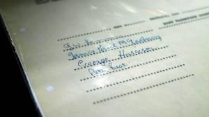 Erster Plattenvertrag der Beatles für 82.000 Euro versteigert