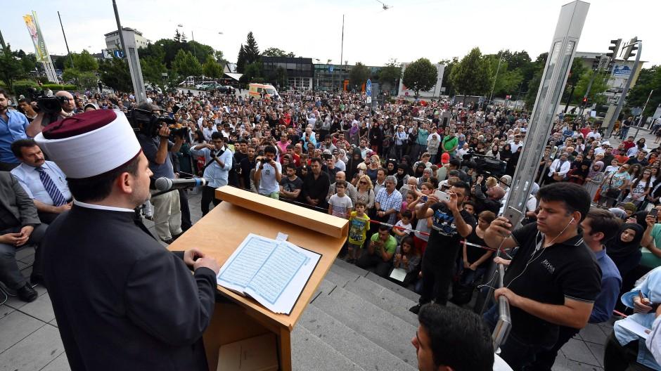 Muslime beten für die Opfer von München