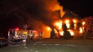 Millionenschwere Villa steht in Flammen