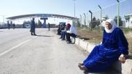 Zehntausende Syrer kampieren weiter an türkischer Grenze