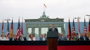 Brett statt Plakette – Ist Reagan kein Berliner?