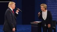 Trump und Clinton liefern sich Schlammschlacht in zweitem TV-Duell