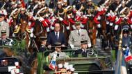 Rückblick auf Vergangenes: Der französische Präsident François Hollande bei der Parade auf der Champs-Élysées an diesem Montag