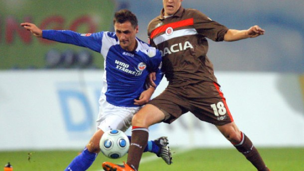 St. Pauli gewinnt in Rostock - Randale nach dem Spiel