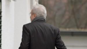Zumwinkel tritt zurück - Merkel zufrieden