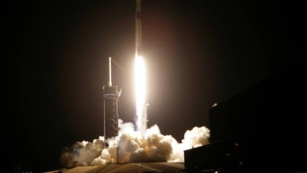 """SpaceX schickt """"Crew Dragon"""" zur ISS"""
