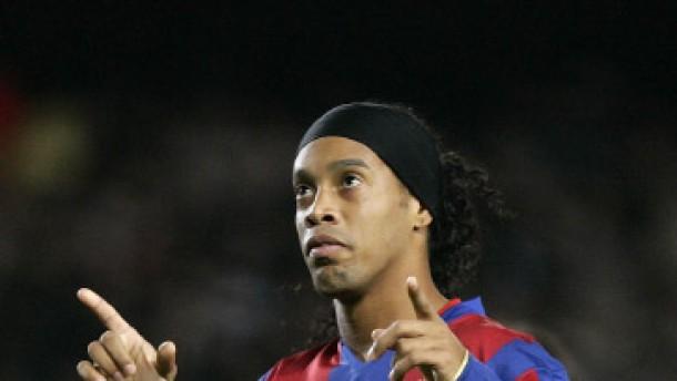 Ronaldinho bleibt in Barcelona