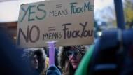 Ungarinnen protestieren gegen Machos
