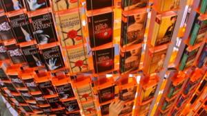 Das Internet spornt den Buchverkauf an