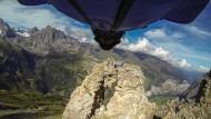 Uli Emanueles Flug durch das Felsloch