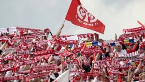 Mainz weiht Fußballdenkmal ein