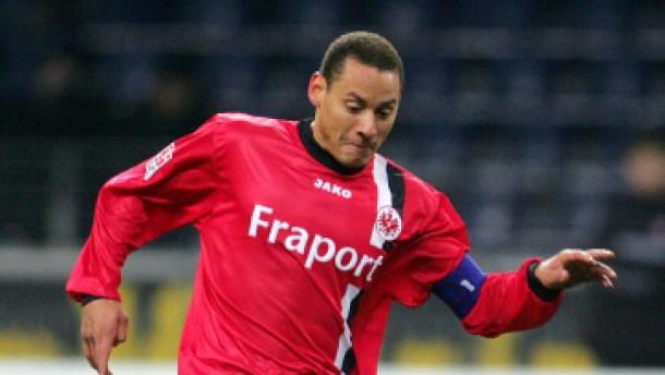 Schalke verpflichtet Frankfurter Jones