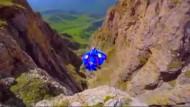 Russe springt aus 1200 Metern in eine Schlucht