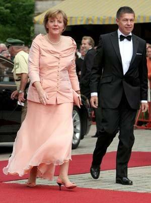 Bild Zu Angela Merkel Da 223 Ich Eine Frau Bin Ist Ja