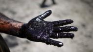 Reinigungsarbeiten nach Pipeline-Bruch