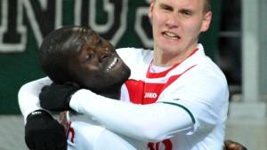 Augsburg besiegt Düsseldorf und festigt Platz zwei