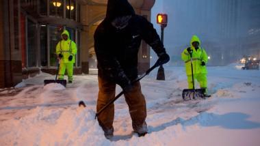 Sisyphos-Arbeit: Helfer befreien die Straßen in Boston, Massachusetts, von Schnee.