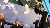 Frau attackiert EZB-Chef Mario Draghi