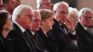 Bei der Trauerfeier für Helmut Kohl: Bundespräsident Frank-Walter Steinmeier, Bundestagspräsident Norbert Lammert, Bundeskanzlerin Angela Merkel und der CDU-Fraktionsvorsitzende Volker Kauder (von links).