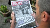 """The Sun"""" zeigt Bilder der Queen mit Hitlergruß"""