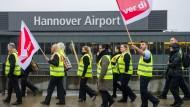 Flughafen-Passagiere müssen lange warten