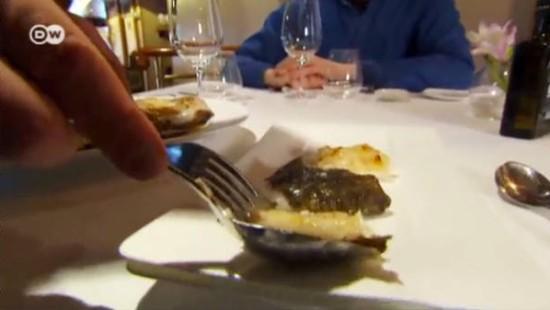 Steinbutt vom Holzkohlegrill im Sterne-Restaurant